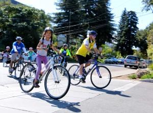 Mountain View residents join the city's biking-walking community meeting in Mountain View, Calif., on Saturday, Sept. 27, 2014. (Carolina Wilson/Peninsula Press)