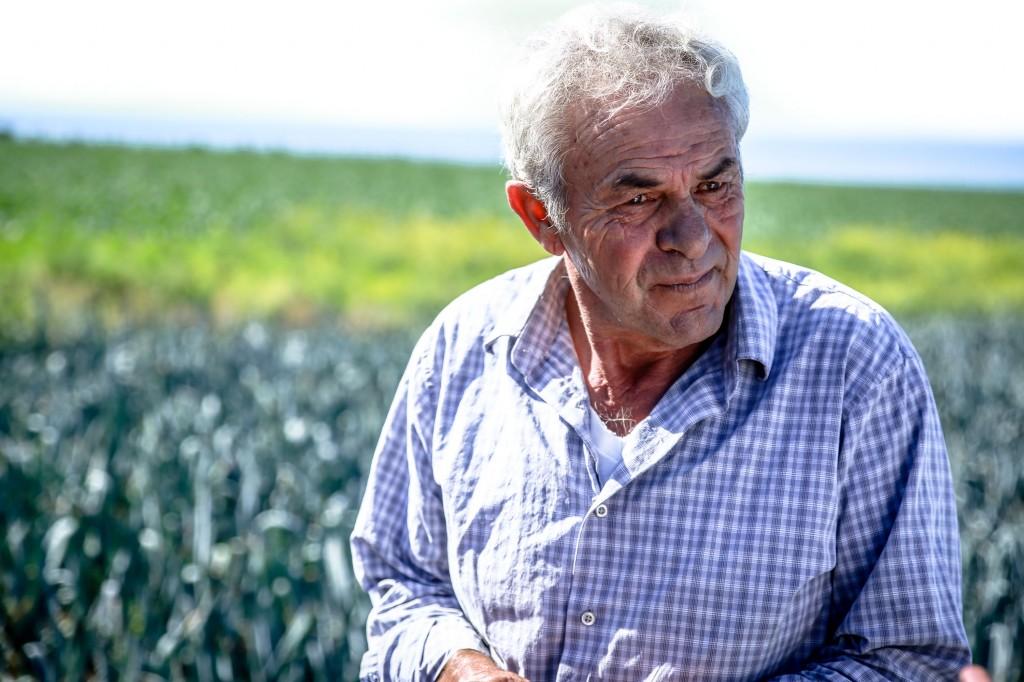 Joe Muzzi at his 350-acre farm on the Pescadero coast. (Lucas Oliver Oswald/Peninsula Press)