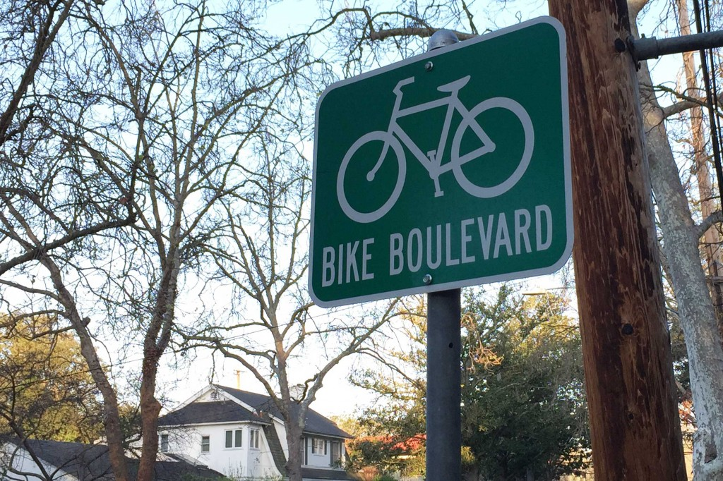 A sign marks the existing Bicycle Boulevard on Bryant Street in Palo Alto. The Bryant Street Bicycle Boulevard was reportedly one of the first implemented in the nation in the 1970s. (Vignesh Ramachandran/Peninsula Press)