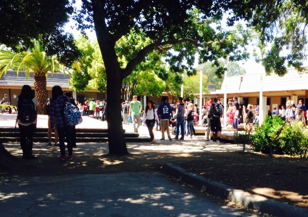Gunn High School students gather at senior quad during lunch.(Isha Salian/Peninsula Press)