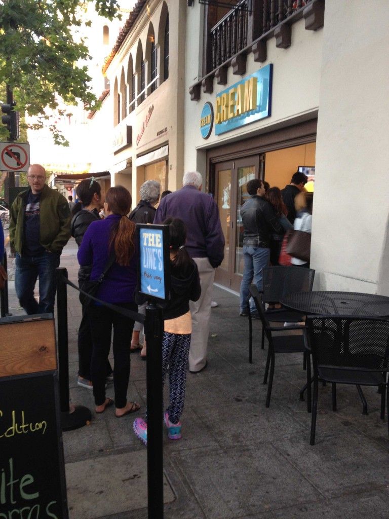 A line beginning to form outside of the Palo Alto CREAM on a recent Saturday evening. (Erica Schoonover/Peninsula Press)