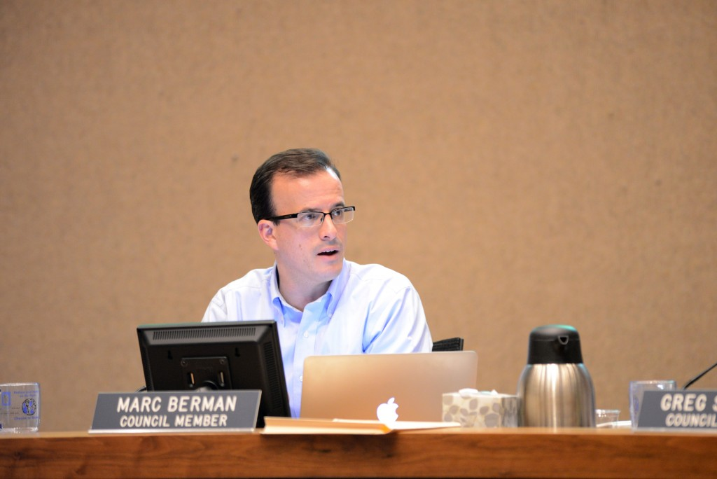 Palo Alto City Councilman Marc Berman offers insight into the resolution as one of the coauthors during the Oct. 5 meeting. (Travis Shafer/Peninsula Press)