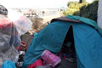 Gonzalez' temporary tent near a U.S. 101 on-ramp. (Jamie Stark/Peninsula Press)