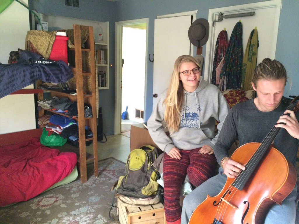 """Elena Stamatakos, left, and fellow Ithaka resident, Jack Lane, lounge in the bedroom that Stamatakos shares with a cellist on Nov. 21, 2015. Longtime Palo Alto resident and Grateful Dead fan, Rob Levitsky, owns Ithaka along with eight other """"Dead Houses"""" near Embarcadero Road in Palo Alto, The Stanford Daily reported in 2014. (An-Li Herring/Peninsula Press)"""