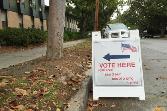 A sign leads voters to the Castilleja School polling place in Palo Alto on California's Primary Day, June 7, 2016. (Vignesh Ramachandran/Peninsula Press)