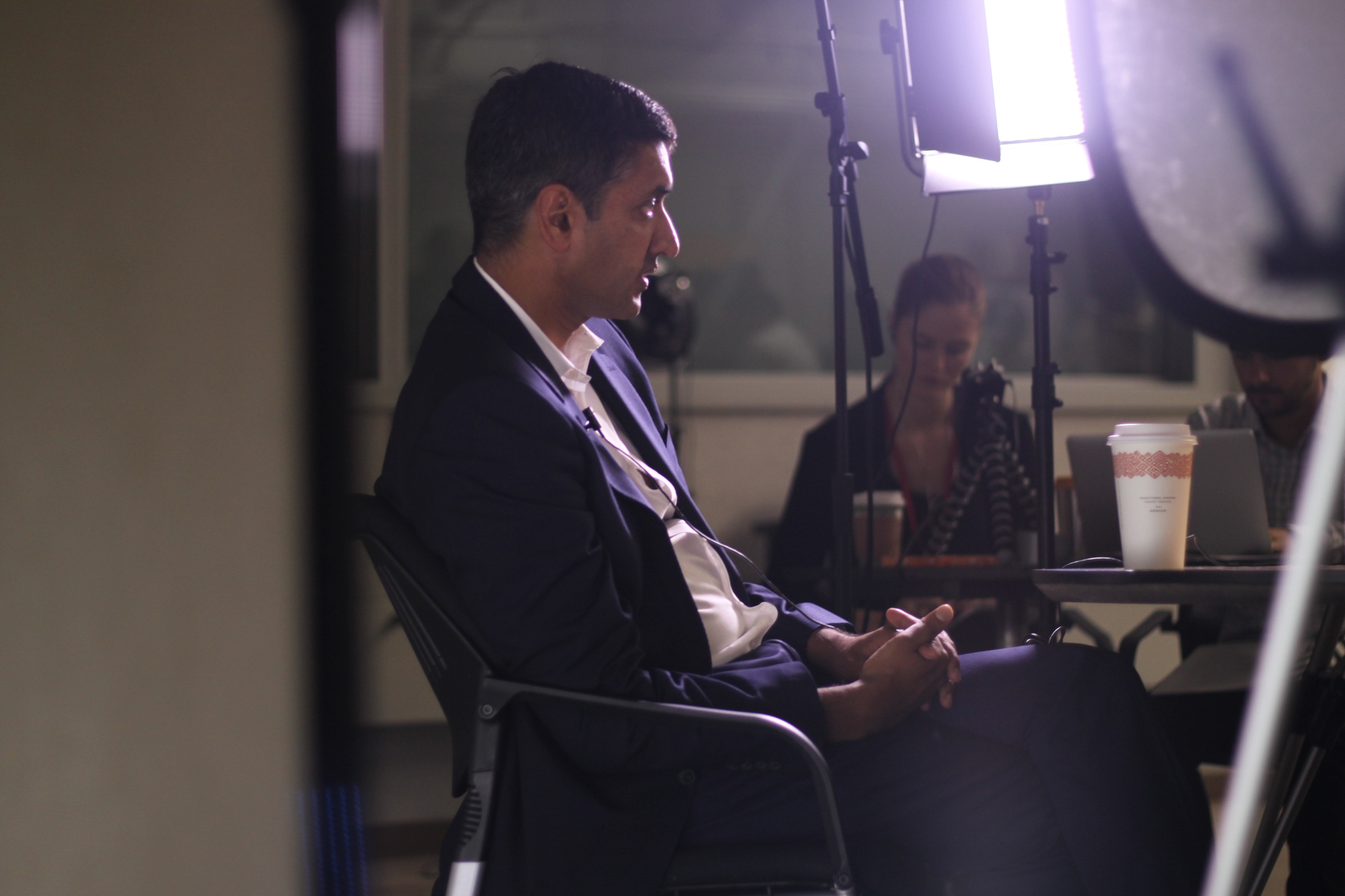 Congressional candidate Ro Khanna addresses Peninsula Press reporters during a roundtable discussion on October 28, 2016. (Christine Quan/Peninsula Press)