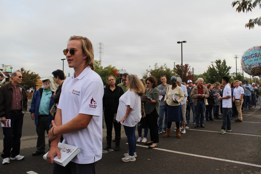 The line in front of the winning team: Santa Clara University's evolvable 328-square-foot house on Saturday, Oct. 15, 2016 in Sacramento. The average wait-time to see the house tour was two hours. (Siqi Lin/Peninsula Press)