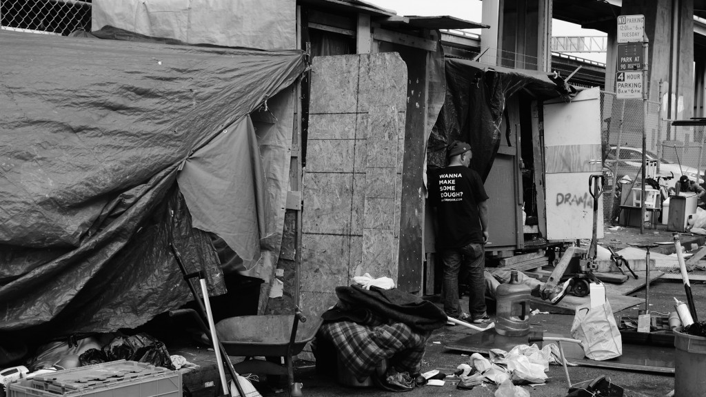 A homeless camp on Vermont Street in San Francisco gets evicted on Tuesday, May 23, 2017 (Peter Arcuni/Peninsula Press)