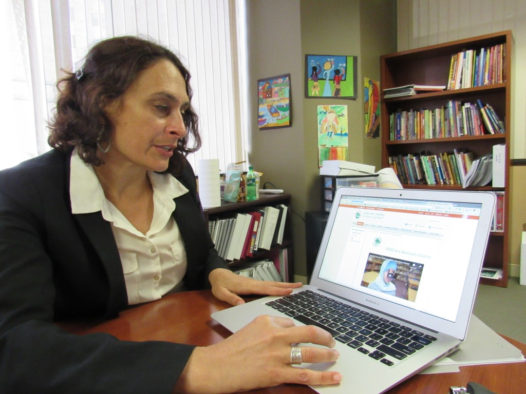 Nicole Knight references the Oakland Unified School District's newly created Sanctuary District webpage. (Virginia Fay/Peninsula Press)
