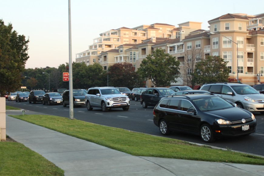 The traffic caused by Bay Area residents clogging highways 280 and 85 spills over onto local streets, like the intersection of Stevens Creek Boulevard and De Anza Boulevard in Cupertino. (Isha Salian/Peninsula Press)