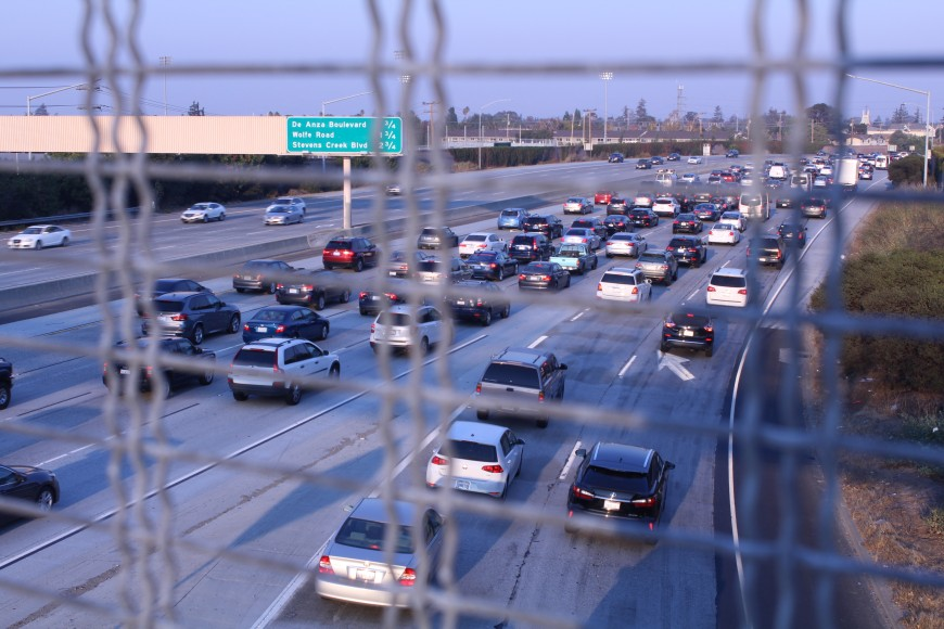 Cars come to a standstill on southbound Highway 280 during the Friday evening rush hour, seen from the Don Burnett Bicycle-Pedestrian bridge that connects Cupertino and Sunnyvale. (Isha Salian/Peninsula Press)