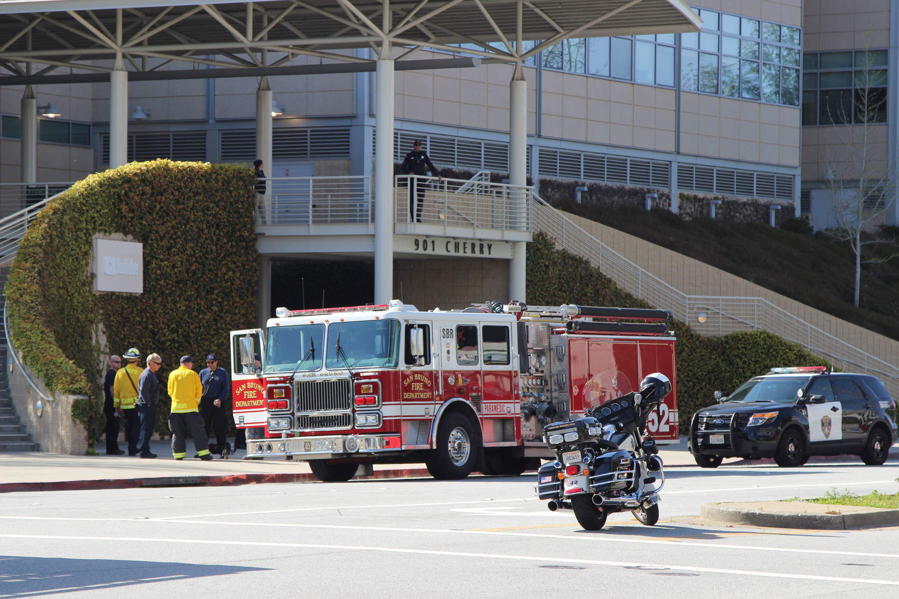 Law enforcement officials parked outside of YouTube's headquarters at 901 Cherry Ave. (Dylan Freedman/Peninsula Press)