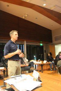 Nathan Rainey speaking about emergency preparedness in the city of Palo Alto. (Amy Cruz/Peninsula Press)