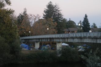 Tents and belongings along the banks of the San Lorenzo River, a popular location for Santa Cruz's homeless to find shelter. (Daniel Wu / Peninsula Press)